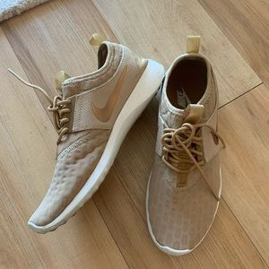 Women's Nike Sneakers Tan